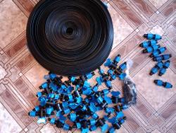 Капельная лента и фитинги с кранами, заказанные в интернет-магазине.